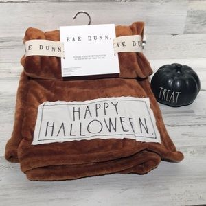 Rae Dunn Halloween throw and TREAT pumpkin NEW!